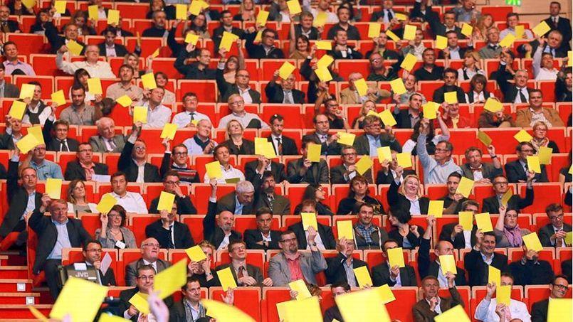 En meeting mardi soir à Lyon, les patrons ont adressé un carton jaune au gouvernement en signe de mécontentement