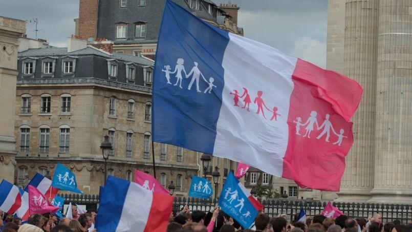 «Nous voulons participer à la reconstruction de la politique familiale en France», souligne Ludovine de la Rochère. (Manifestation en juin 2013 devant le Panthéon).