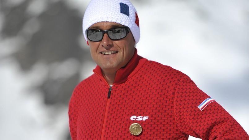 Les moniteurs de l'école de ski français équipés de pulls « made in France »