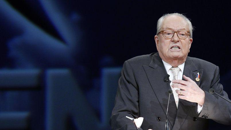 Julien Sanchez est jugé pour avoir laissé sur son mur Facebook des propos d'internautes pouvant inciter «à la haine raciale et religieuse». Jean-Marie Le Pen s'est rendu à Nîmes pour le soutenir.