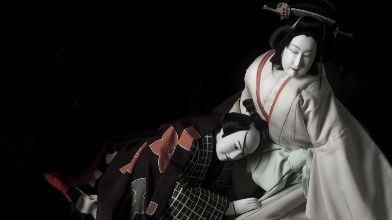 Double Suicide à Donezaki, histoire d'amour et de mort, est un spectacle fascinant.