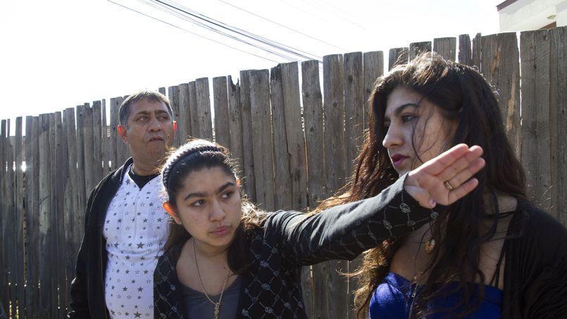 Leonarda, entourée de sa soeur et de son père.