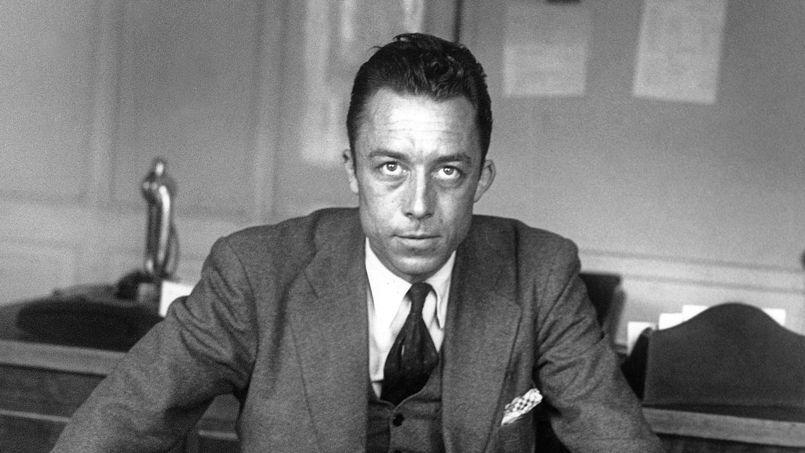 Albert Camus dans son bureau de la rédaction deCombat, en1945.