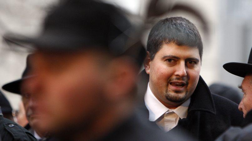 Csanad Szegedi en décembre 2009, au milieu des Gardes hongrois, dont il est l'un des fondateurs.