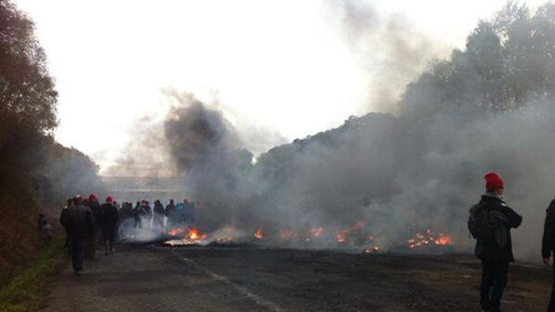 @France Bleu, les routes ont rapidement été le terrain d'affrontements entre manifestants et forces de l'ordre.