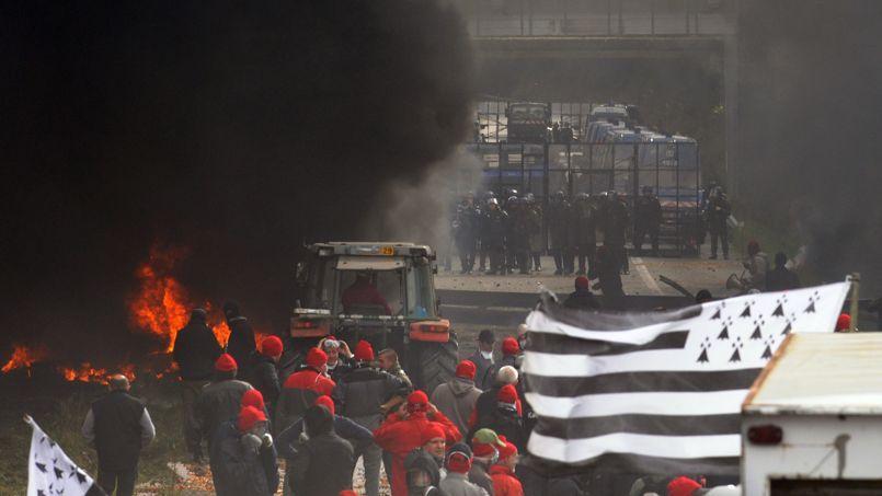 Une manifestation de «bonnets rouges» à Pont-de-Buis, samedi 26 octobre.