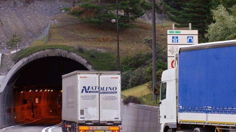L'écotaxe vise à taxer les poids lourds de plus de 3,5 tonnes qui circulent sur les 15.000 kilomètres de routes communales, nationales et départementales non payantes.