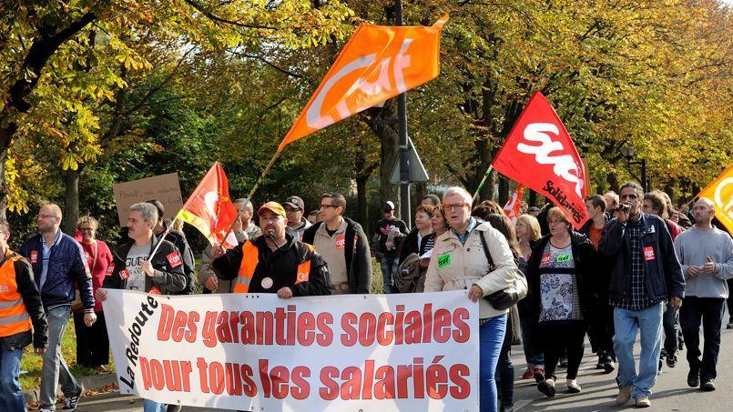 Des employés de La Redoute ont manifesté contre les suppressions de postes prévues par le groupe, le 22 octobre à Roubaix.