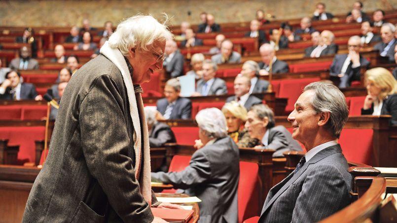 Bertrand Tavernier (à gauche), ici face à Thierry Lhermitte lors du tournage de Quai d'Orsay, signe un film d'époque teinté de nostalgie.