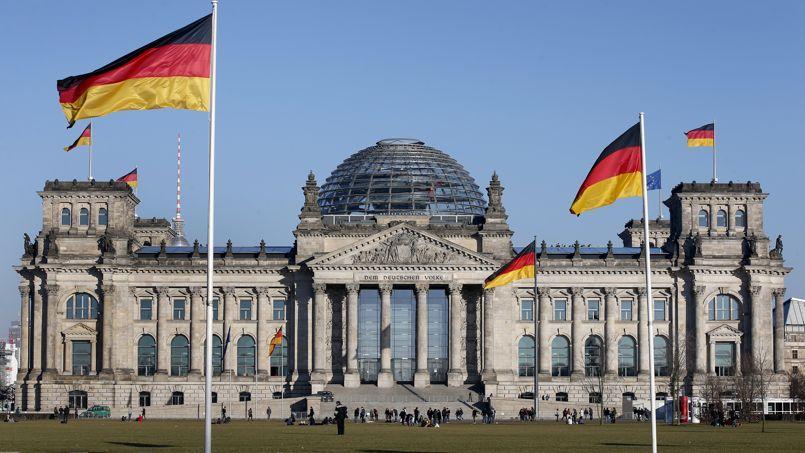Un dispositif d'interception des communications électroniques locales aurait été repéré sur le toit de l'ambassade britannique à Berlin. Il serait capable de surveiller les données échangées notamment au Reichstag.