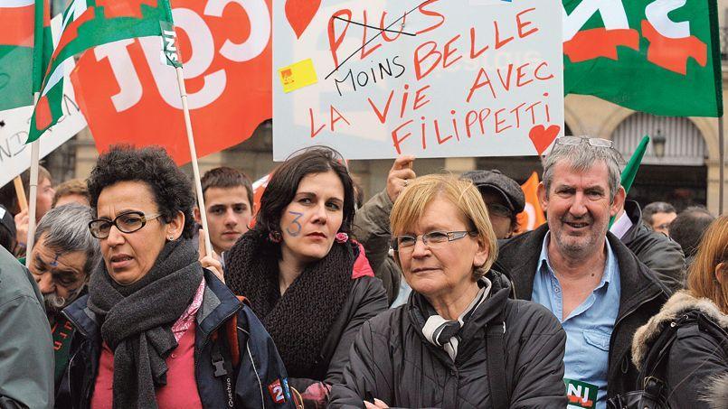 Des salariés se sont rassemblés devant le ministère de la Culture à Paris hier, pour protester contre le plan de départ volontaires. Marie-George Buffet était présente (au centre).