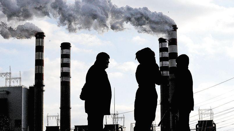 Le charbon, gros émetteur de CO2, va devenir dans les années qui viennent l'énergie fossile la plus utilisée(ici une centrale électrique alimentée en combustible de charbon, près de Konin, en Pologne).