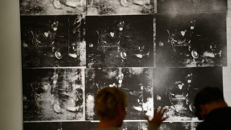 L'œuvre de Warhol Silver car Crash (Double Disaster) a été adjugée à 104,5 millions de dollars, pulvérisant le précédent record de 71,1 millions.