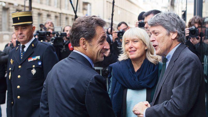 Nicolas Sarkozy et Jean-Jacques Chaban-Delmas, le fils de l'ancien maire de Bordeaux, près de l'Assemblée nationale, vendredi à Paris.