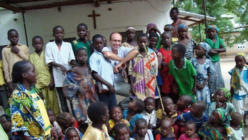 Le dilemme des prêtres missionnaires: partir ou rester face au danger ?