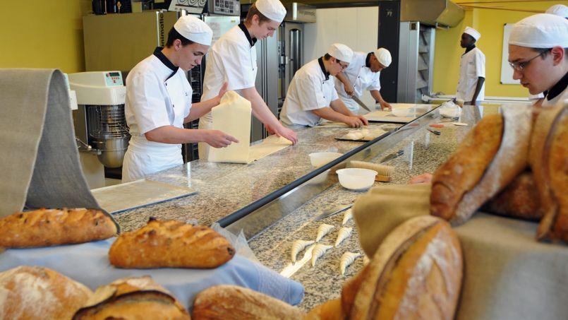 Apprentis boulangers en formation au campus des métiers et de l'entreprise de Bobigny (93)