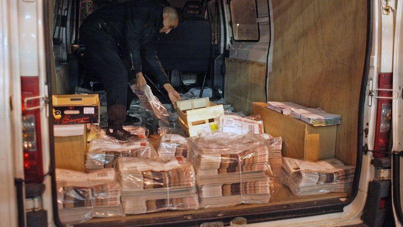 Les aides au transport postal vont être réduites de 31,8 millions d'euros.