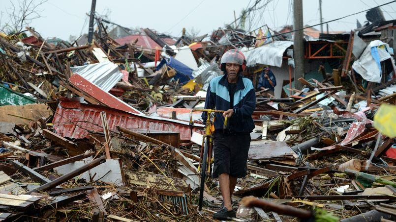 Des maisons détruites par le typhon Haiyan aux Philippines.