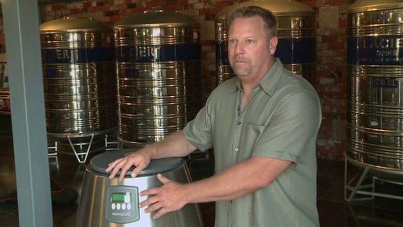 Le WinePod et son inventeur, Greg Snell. Crédit: Capture d'écran du site BBC.co.uk