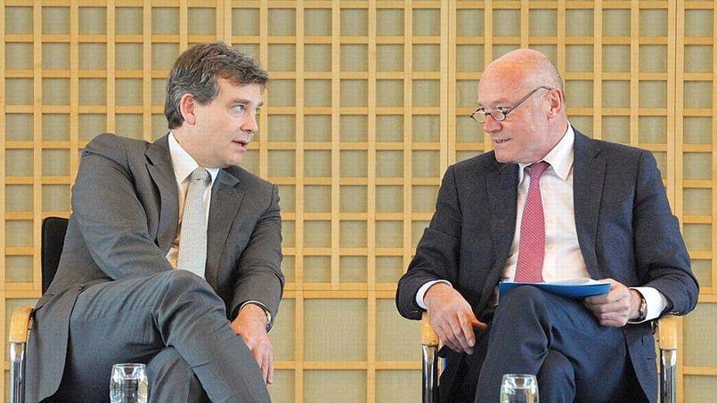 Arnaud Montebourg et Alain Rousset, le président des régions de France, ce mardi à Bercy. Crédits: AFP/Éric Piermont