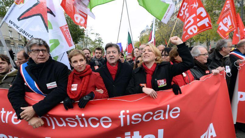 Le leader du Front de gauche Jean-Luc Mélenchon en tête du cortège, entouré par la secrétaire nationale du Parti de gauche Danielle Simonnet (à droite) et de son ancienne porte-parole Clémentine Autain