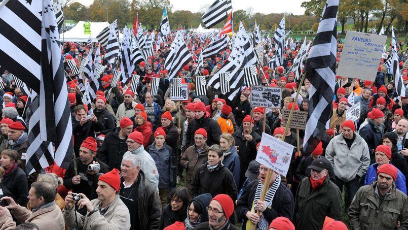 Une marée de bonnets rouges et de drapeaux bretons sur le site des Vieilles Charrues à Carhaix (Finistère), samedi.
