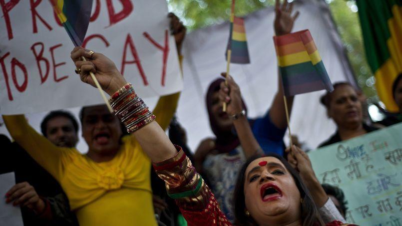 Ils étaient une cinquantaine à protester à Bombay, mercredi 11 décembre, contre la décision de la Cour suprême de Justice
