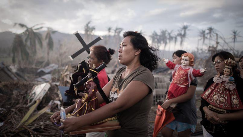 Cliché de Philippe Lopez. Procession dans le village de Tolosa, aux Philippines.