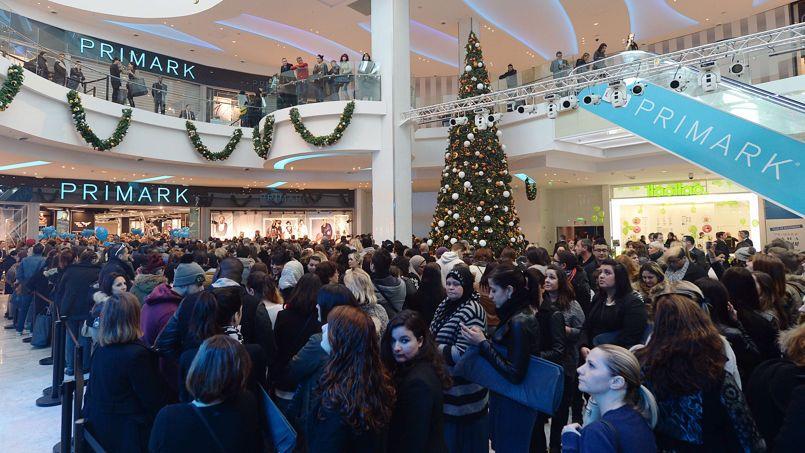 Les clients faisaient la queue pour l'ouverture de Primark, au centre commercial Grand Littoral à Marseille.