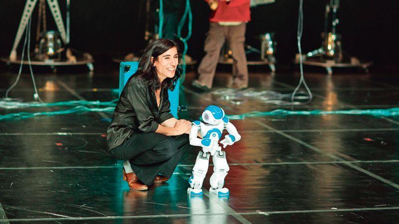Blanca li danse avec les robots - Futuroscope danse avec les robots ...