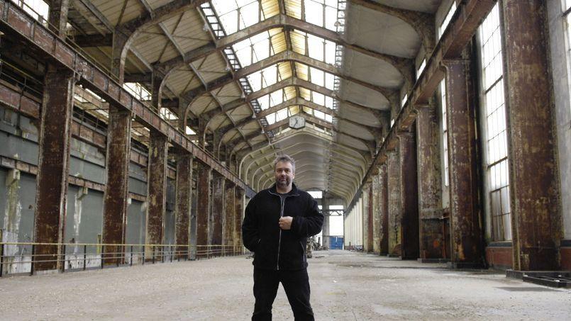 Luc Besson le 29 février 2008 à Saint-Denis, dans les futurs locaux de sa Cité du cinéma.