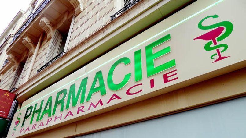 La proposition de l'Autorité de la concurrence d'élargir la vente des médicaments sans ordonnance aux grandes surfaces indigne les pharmaciens, opposés à toute remise en cause de leur monopole. Crédit: Richard Vialeron / LE FIGARO.