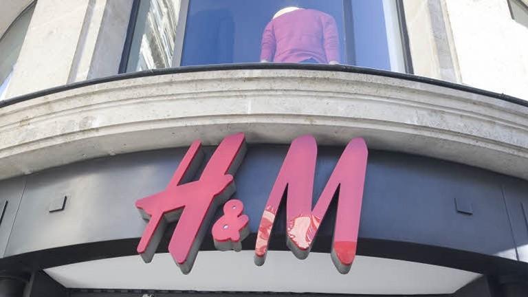 H&M a présenté en novembre une feuille de route visant à garantir à terme des «salaires équitables» à tous les ouvriers du textile dans les pays où sont produits ses vêtements. Crédit photo: François Bouchon / Le Figaro