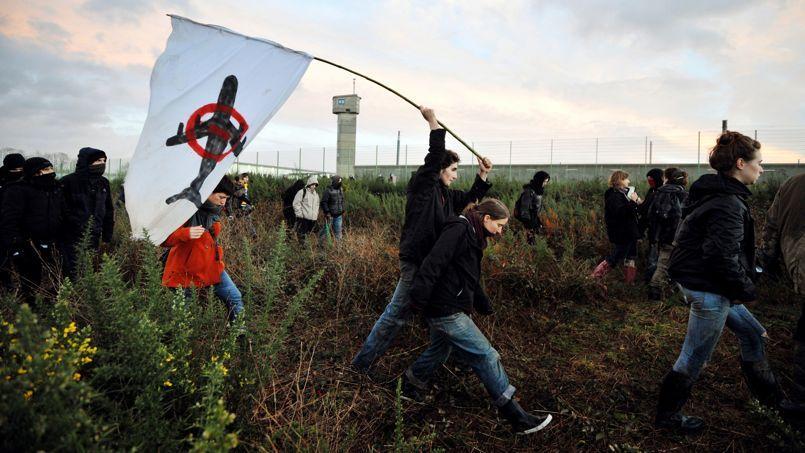 Les «bonnets rouges» rejoignent les opposants de Notre-Dame-des-Landes
