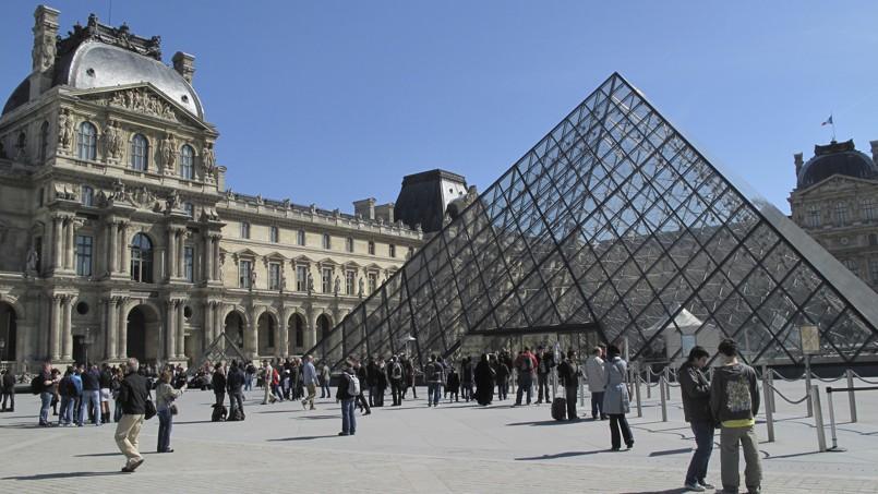 Afin de financer les travaux de la Pyramide du Louvre, le musée devrait augmenter ses prix cette année.