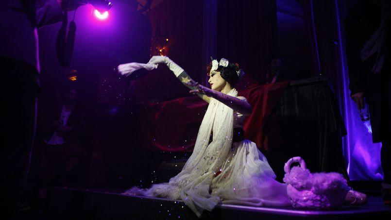 Le chapelier une bulle pour r ver paris for Cabaret onirique