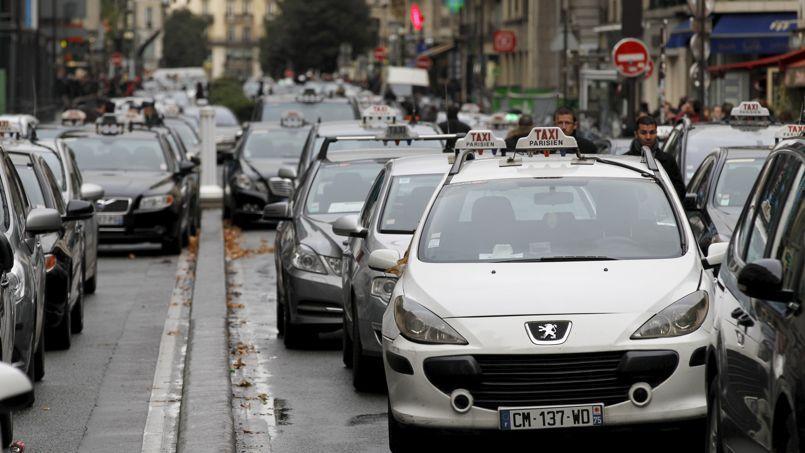 Manifestation de chauffeurs de taxi dans Paris, le 3 décembre 2012