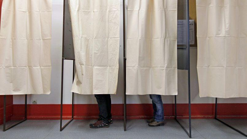 «Il y a deux exutoires possibles: soit le retrait boudeur sous la forme d'une abstention, soit une protestation pure et simple de gens qui iront voter uniquement pour pousser un coup de gueule», analyse Pascal Perrineau, directeur du Cevipof.