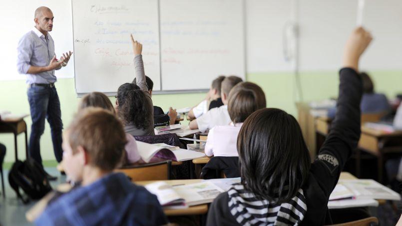 Des élèves du collège d'enseignement privé de Tinténiac, près de Rennes, suivent un cours le 23 septembre 2011.