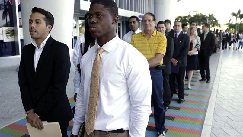 Des demandeurs d'emploi, à Miami. Dans les pays développés, le taux de chômage est resté inchangé à 8,6%.