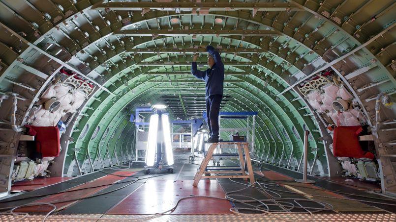 Le robot Asimov travaillera à côté du compagnon, ici dans une cellule d'avion long-courrier, à Saint-Nazaire. Crédit: Airbus