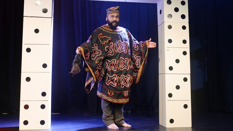 Dieudonné, dans son nouveau spectacle, Asu Zoa, au Théâtre de la Main d'Or, à Paris.