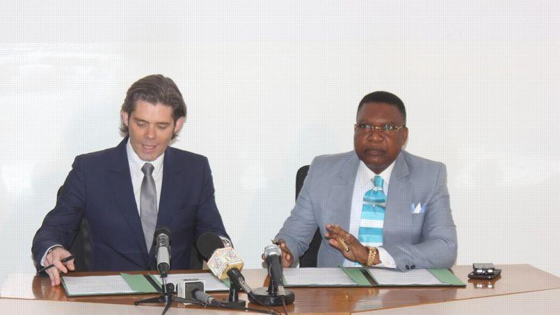 Michael Peters lors de la signature de l'accord de partenariat avec TV Congo à Brazzaville, samedi 25 janvier.