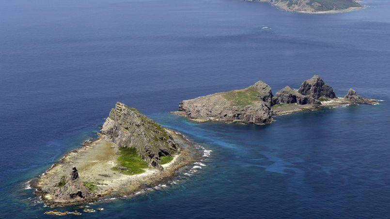 Ces îlots dans la mer de Chine orientale sont administrés par le Japon   qui les nomme Senkaku   mais revendiqués avec force par la Chine sous le nom de Diaoyu.