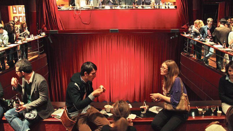 Une fois par mois, les jeunes branchés se bousculent au Popcorn Project du Club de l'Étoile, à Paris. Au programme: gastronomie, films cultes et DJ set.