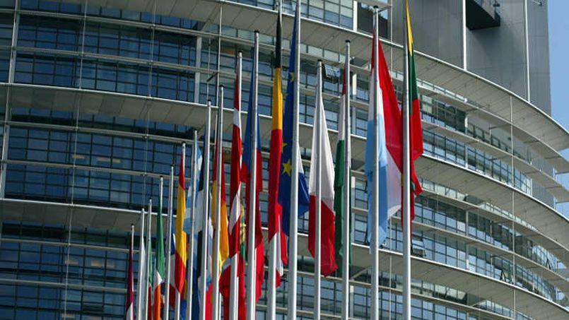 Drapeaux des Etats membres de l'Union européenne, devant le Parlement de Strasbourg.