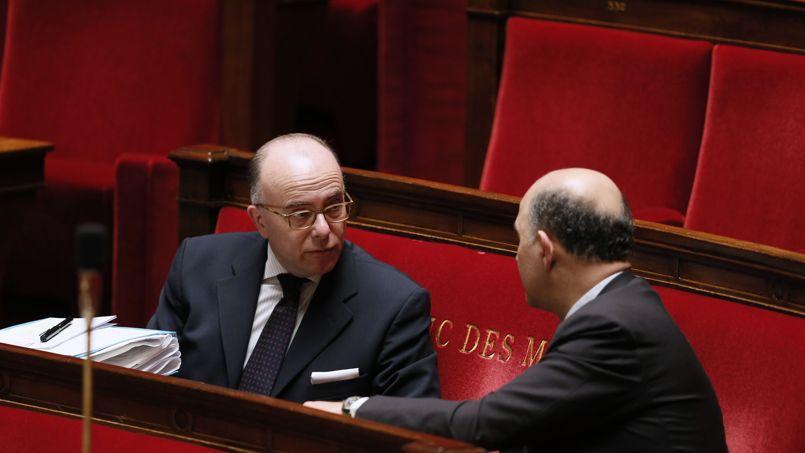 Bernard Cazeneuve et Pierre Moscovici, à l'Assemblée nationale, le 5 février.