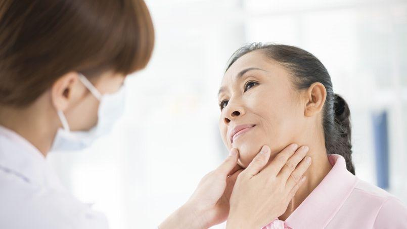 Lorsque la thyroïde produit trop ou trop peu d'hormones, elle engendre des maladies qui se traitent par ablation ou par surveillance hormonale.