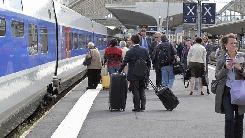 Dans un premier temps, l'offre accessible sur le site voyages-sncf.com se limitera aux billets de train et d'événements en France puis elle sera étendue aux autres destinations internationales accessibles en TGV. Crédit: Le Figaro
