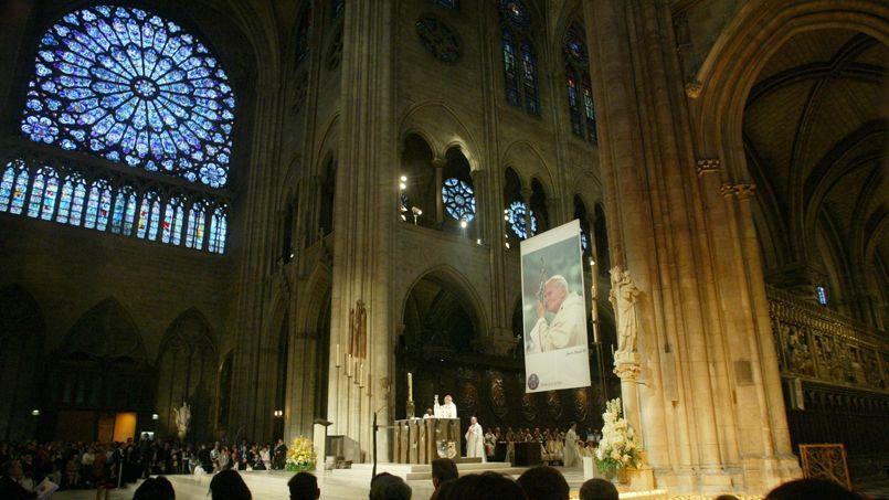 Messe à Notre-Dame de Paris après le décès de Jean-Paul II .Sébastien SORIANO / Le Figaro